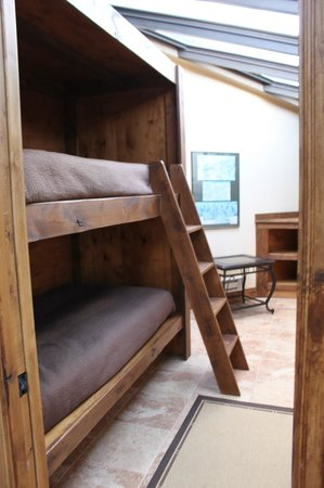 Silver King Hotel:                   bunk beds