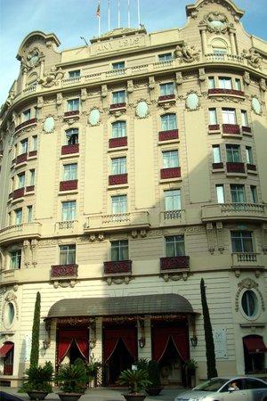 El Palace Hotel:                                     Hotel Facade