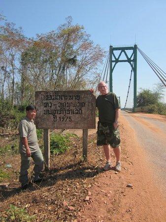 Ho Chi Minh Trail :                   En kabel bro över Sepon floden byggdes 1975, det år då Vietnamkriget slutade.