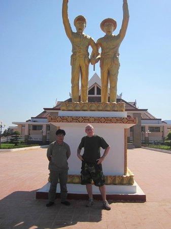 Ho Chi Minh Trail :                   Monumentet vid Lam Son krigsmuseum.