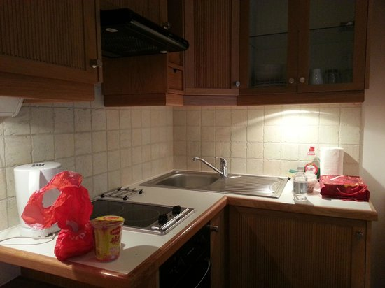 Studios2Let Serviced Apartments - Cartwright Gardens:                   kitchenette in room