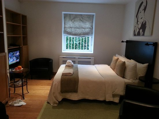 Studios2Let Serviced Apartments - Cartwright Gardens:                   bedroom