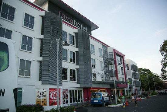 favehotel Cenang Beach - Langkawi:                   Front door