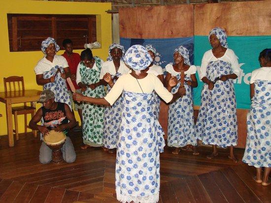 Orangea Village:                   Festa etnica in hotel