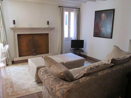 Oltre Il Giardino:                   Living Room