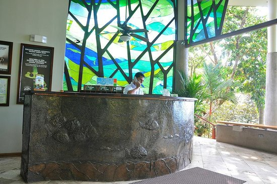 Si Como No Resort & Wildlife Refuge:                   Front Desk