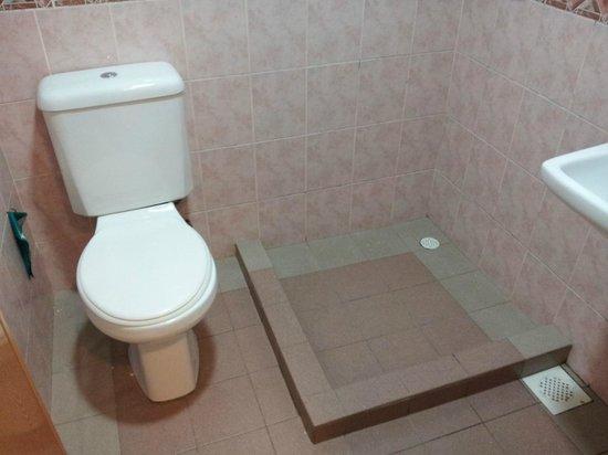 Hotel 81 Lucky:                   bathrom