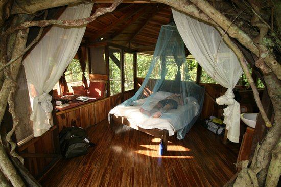 Finca Bellavista:                                     Romantic bedroom with reading nook and bathroom