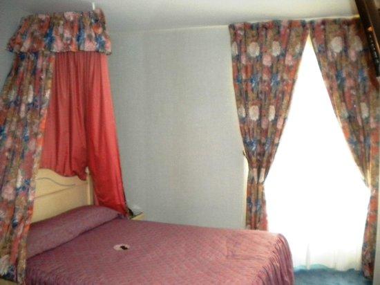 Hotel de l'Esperance:                   Interno stanza