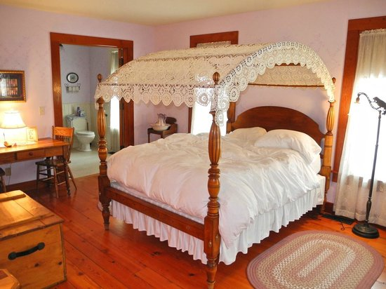 Round Barn Farm B&B:                   Anna's Suite