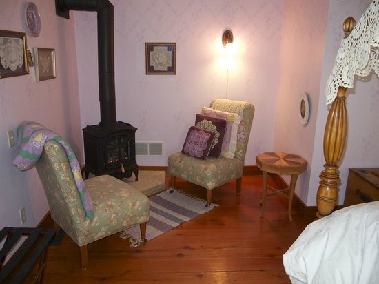 Round Barn Farm B&B:                   Anna's Suite sitting area