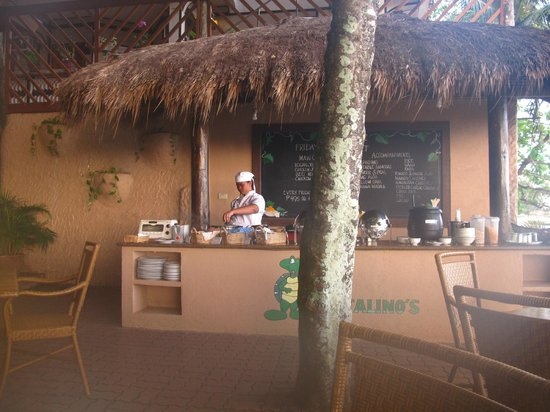 El Galleon Beach Resort & Hotel:                   Breakfast area