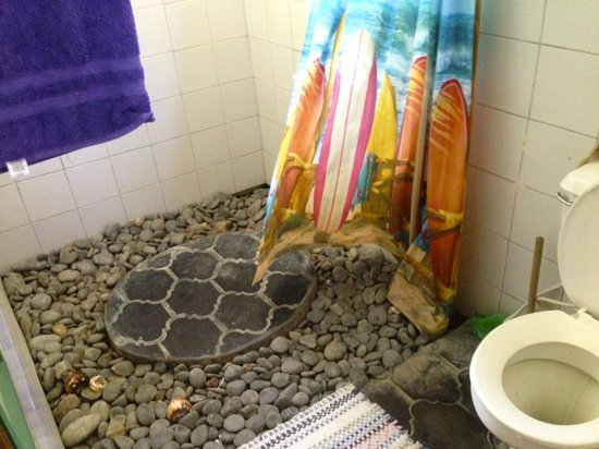 Cabinas Sol y Mar: Cool shower!