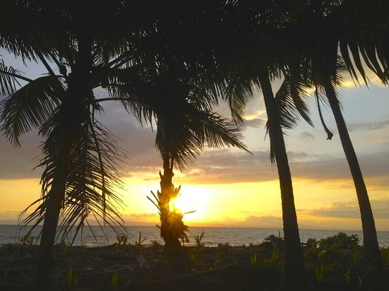 Cabinas Sol y Mar: Another beautiful Costa Rican sunset.
