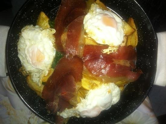 Cafe 2012 RX Lounge:                   fried eggs with homemade chips and Spanish ham