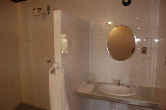 Hotel Lagoa e Mar : Bathroom (partly)