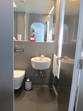 إيكس بوتيك هوتل:                   bathroom                 