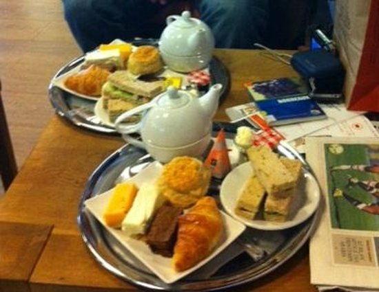D'Accord! Coffee Lounge :                                     Typical Afternoon Tea at D'accord!