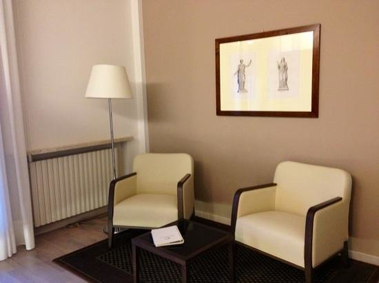 Continental Terme Hotel:                   salottino suite
