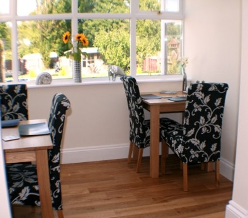 Bredy House B&B: Relax in our sunny breakfast room
