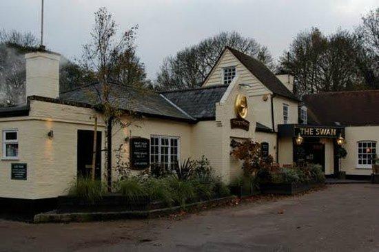 The Hungry Horse - Swan Inn