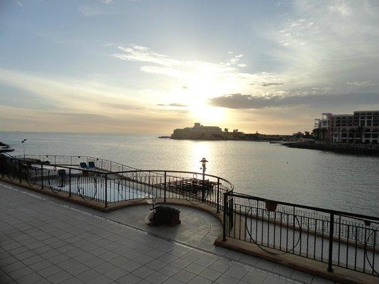 Marina Hotel Corinthia Beach Resort:                   vue du balcon