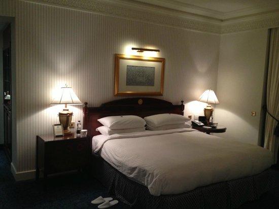 Al Bustan Palace, A Ritz-Carlton Hotel: Room interior