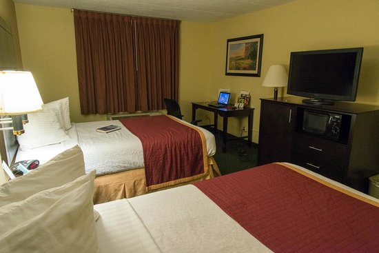 Best Western Mountaineer Inn: Room 110, incl. fridge & microwave oven; very large & clean