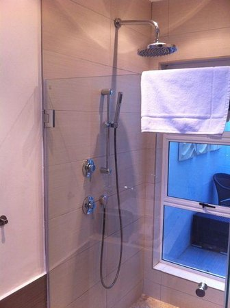 2Inn1  Kensington:                   Shower