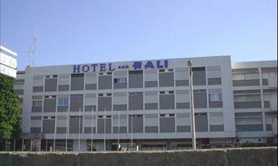 Hotel Rali Viana:                   Fachada do Hotel Rali