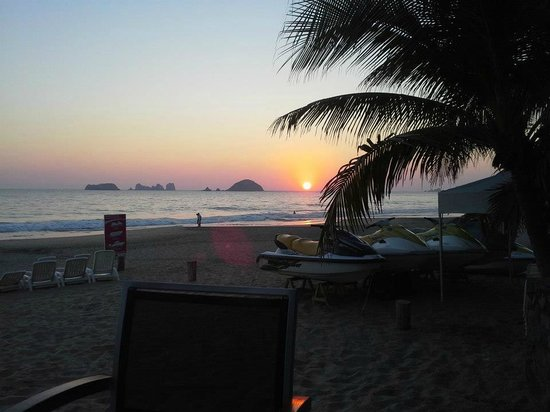 Sunscape Dorado Pacifico Ixtapa:                                     View from table at the seafood restuarant.
