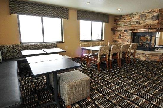 Alpine Inn: Sitting Area