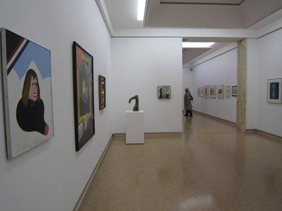 Art Von Foyer Kreuzworträtsel : Scultpure in entrance foyer bild von museu d art