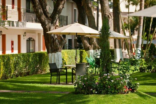 Malibu Hotel: JARDIN