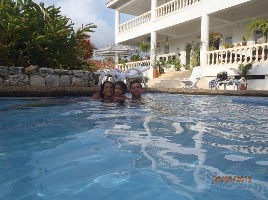 Hosteria Mar y Sol:                   Con mi familia en la piscina...