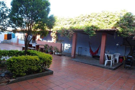 La em Casa Hostel-Pousada:                   Quintal da casa