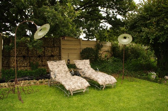 De Oude Huize Yard: Relax in the garden