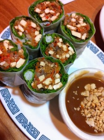 Merit Vegetarian Restaurant: Spring rolls - a bit too nutty for me