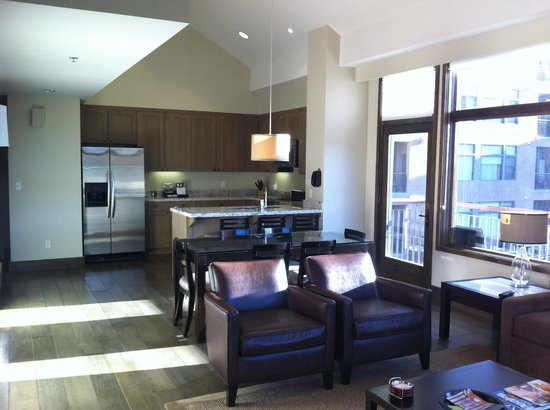 Westin Riverfront Resort & Spa:                   Kitchen and dining room