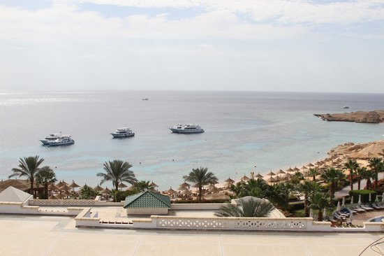 Hyatt Regency Sharm El Sheikh Resort:                                     middle garden;   diver boats