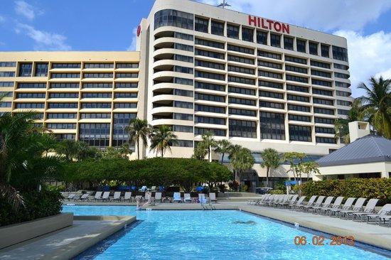 Hilton Miami Airport:                   Precioso hotel cercanos al aeropuerto con trasfer gratuito al mismo.