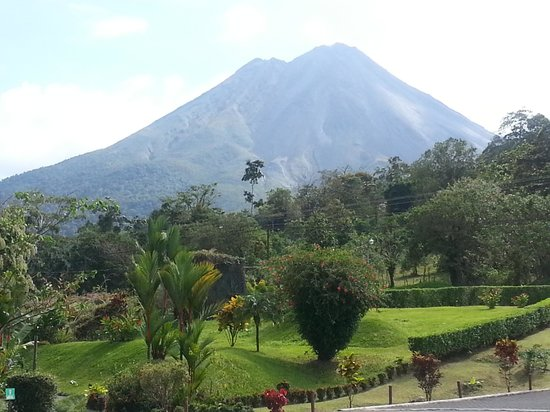 Arenal Volcano Inn:                                     another volcano view