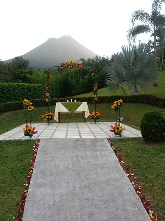 Arenal Volcano Inn:                                     wedding altar with volcano view