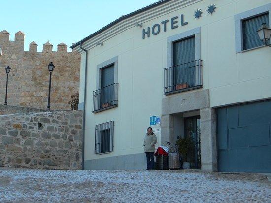 Hotel Puerta de la Santa:                   fachada
