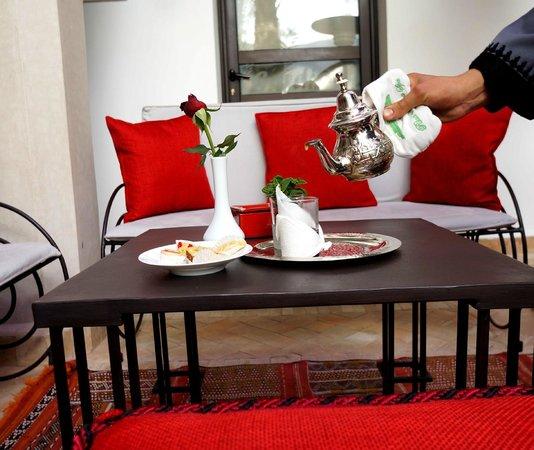 Riad Shanima & Spa: thé d'accueil
