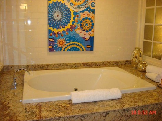 Boulder Station Hotel and Casino:                   Suite 1607 - tub