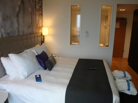 Radisson Blu Hotel, East Midlands Airport: Our Bedroom