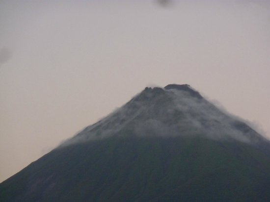 Cabinas Oriuma:                   view from balcany on front of hotel, rooms do not face valcano