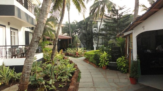 Santana Beach Resort:                                     The grounds of the hotel are immaculate