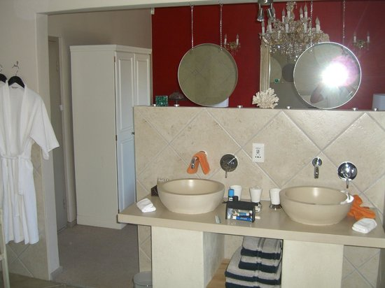 Perle-du-Cap Private Suite Estate:                   Amazing Bathroom